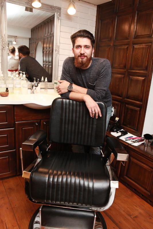 <p>Основная услуга всех барбершопов – «Королевское бритье», бритье опасной бритвой</p>  <p>Фото А. Федорова</p>