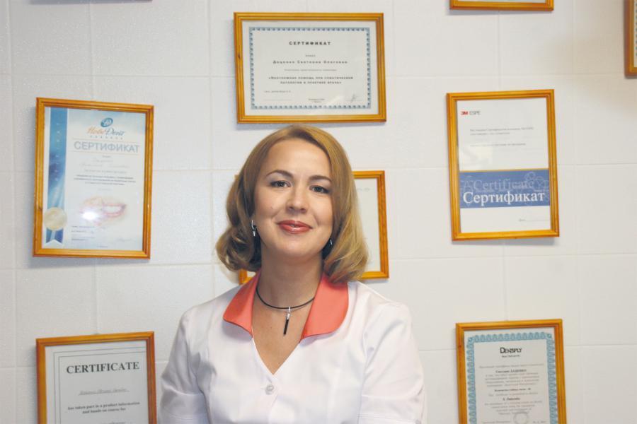<p>СветланаДаценко, к.м.н., главный врач медицинского центра «Beauty Line»</p>
