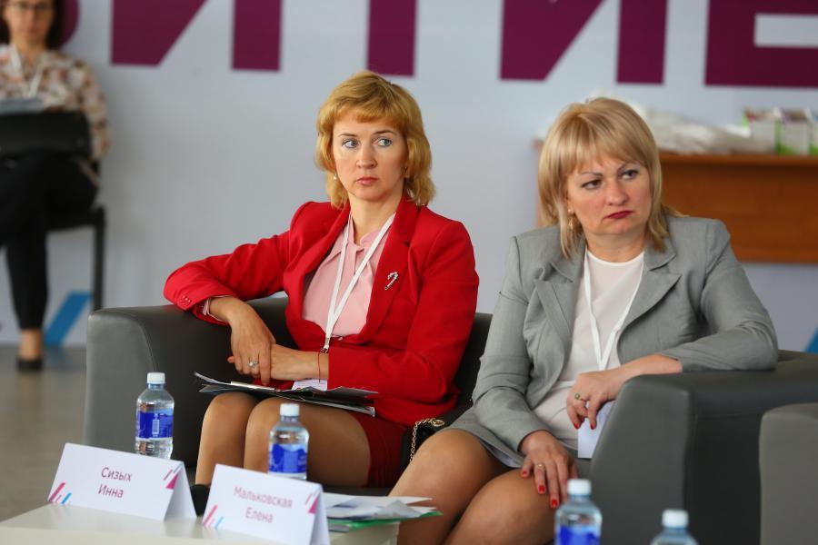 <p>Инна Сизых, Байкалкредобанк (слева), Елена Мальковская, Сбербанка (справа)<br /> Фото: А. Фёдоров</p>