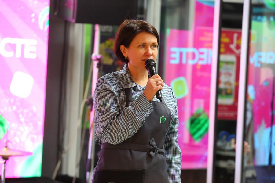<p>Юлия Климова, руководитель проекта по созданию нового формата РС «Слата».<br /> #новаяслата.Крупнейший в Сибири ритейлер «обновил» супермаркеты.<br /> Фото: Андрей Фёдоров</p>