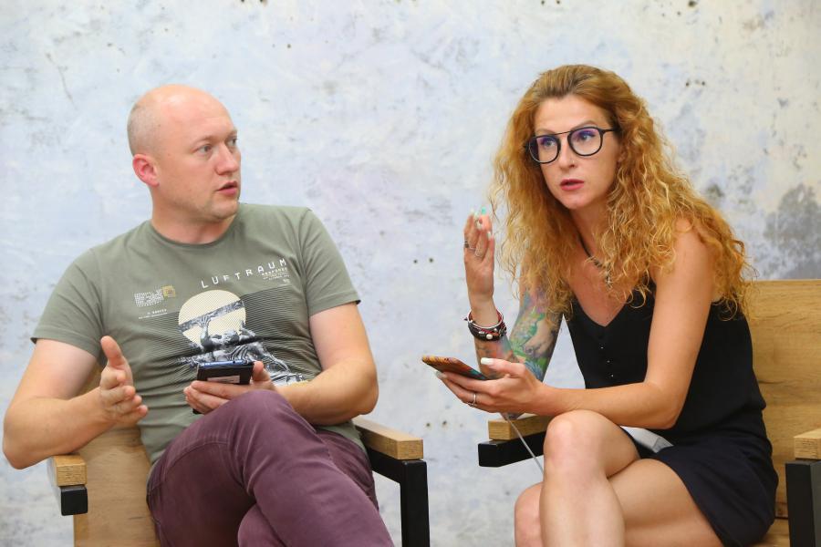 <p>PR-специалист Александр Откидач и маркетолог Светлана Козырина.<br /> Фото: Андрей Фёдоров</p>