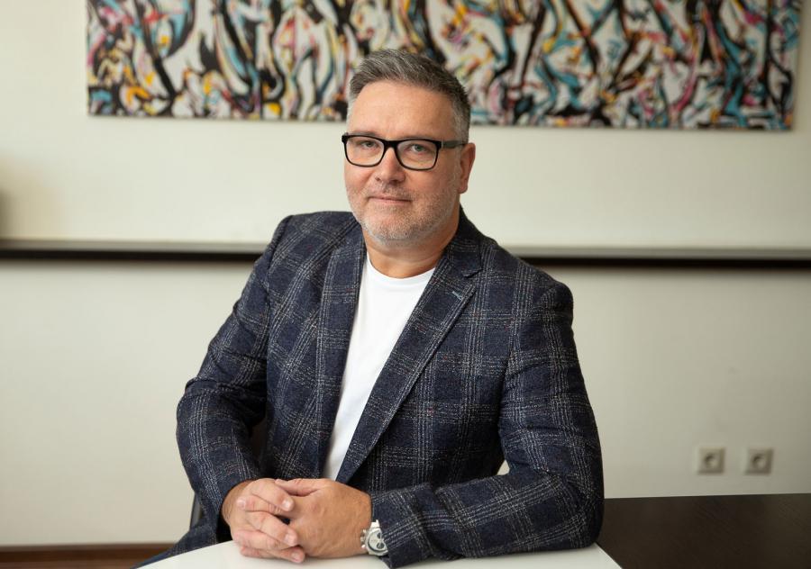 <p>Ярослав Шиллер, исполнительный директор торговых сетей «Слата» и «ХлебСоль».</p>