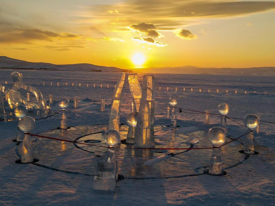 <p>Конкурсная работа «Послание трех миров». Olkhon Ice Fest – 2021.Фото В.Вахрушева</p>