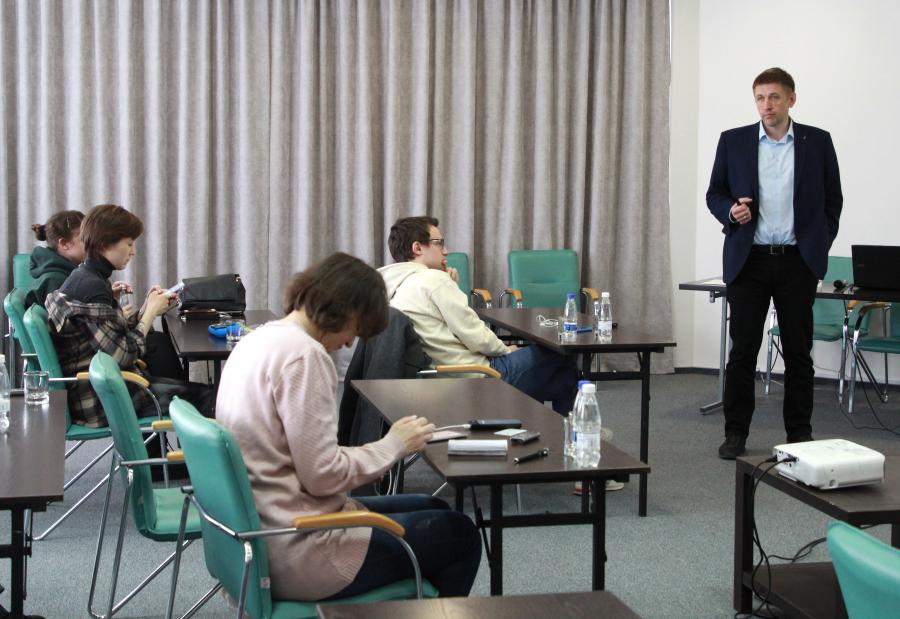 <p>Презентация Международного центра водных ресурсов.<br /> Сергей Понамаренко, директор департамента по развитию производственной системы En+.<br /> Фото: Юлия Пыхалова.</p>