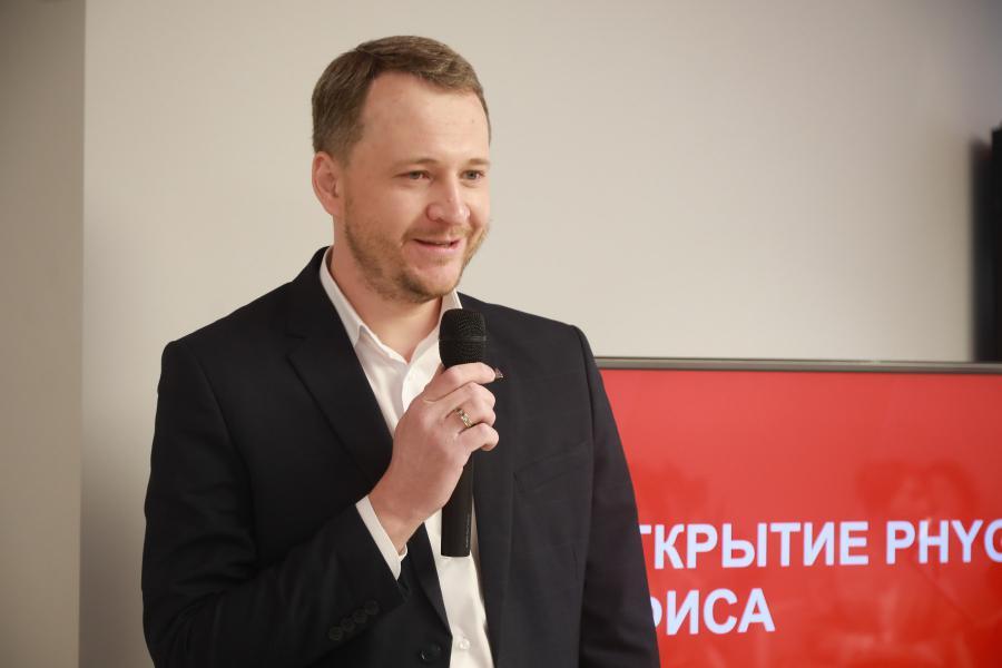 <p>Евгений Чапурин, директор малого бизнеса АО «Альфа-Банк» в Иркутске.<br /> Фото: Андрей Фёдоров.</p>