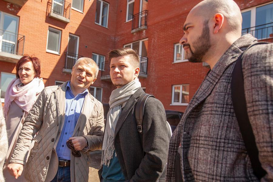 <p>Алексей Егоров (второй слева) на встрече с сотрудниками АСИ. фото предоставлено 5's house</p>