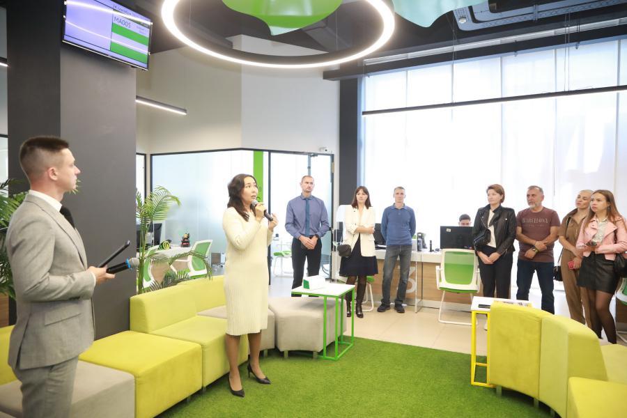 <p>Новый офис «Слаты» в Иркутске.<br /> Директор по персоналу Юлия Сотникова.<br /> Фото: Андрей Фёдоров.</p>